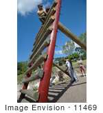 #11469 Picture Of A Soldier In An Obstacle Course