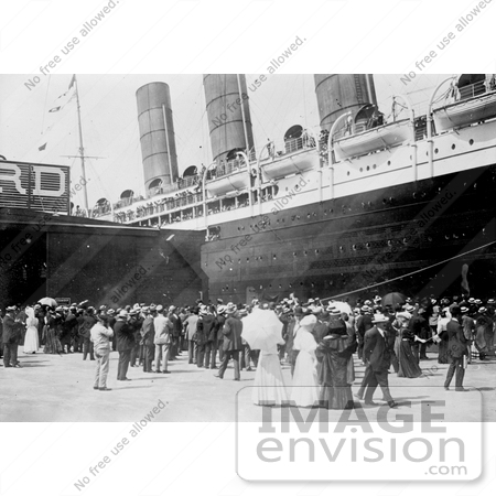 #12819 Picture of a Crowd Viewing the Lusitania at the New York Harbor by JVPD