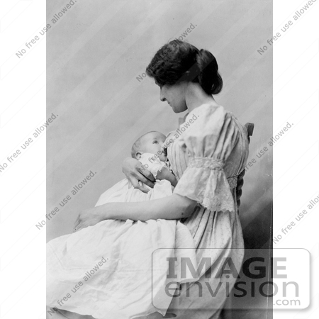 Photo in black and white of a young caucasian mother seated in a chair
