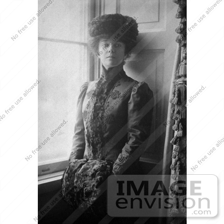 #19324 Photo of Alice Lee Roosevelt Longworth in a Hat and Fur Muff in 1906 by JVPD