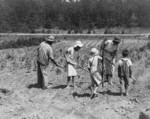 Free Picture of Alabama Tenant Farmer and Children