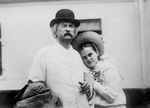 Free Picture of Dorothy Quick With Mark Twain
