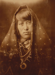 Free Picture of Acoma Woman With Jewelry