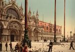 Feeding Pigeons at Doge's Palace
